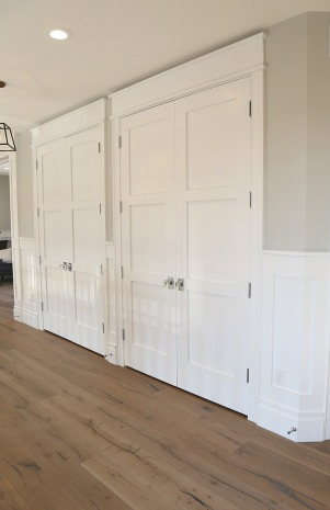 Interior-door-color-is-Benjamin-Moore-Super-White.-